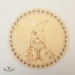 Karácsonyi manó - 15 cm-es horgolható fa alap - Wood Stitch Collection