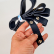 Patentos bőr kézi táskafogó párban - Tengerészkék - 30 cm