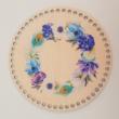 Pávatollas virágkoszorú - 20 cm-es horgolható faalap