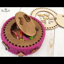 Tündérdoboz ajtó felvarrható figurákkal - Wood Stitch Collection
