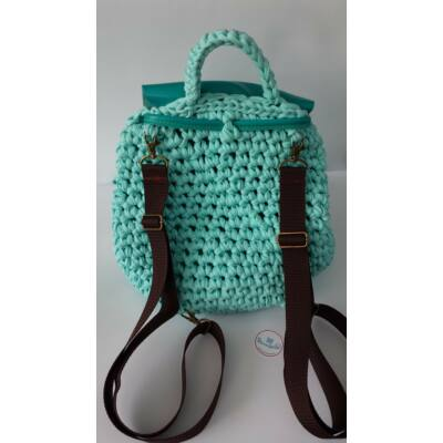 csokibarna hátizsákpánt antikolt színű szerelékkel