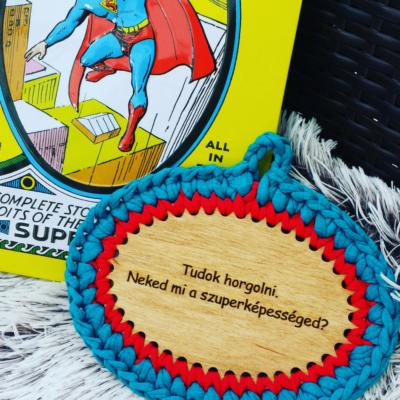 Tudok horgolni. Neked mi a szuperképességed? - feliratos horgolható fa tábla - Wood Stitch Collection