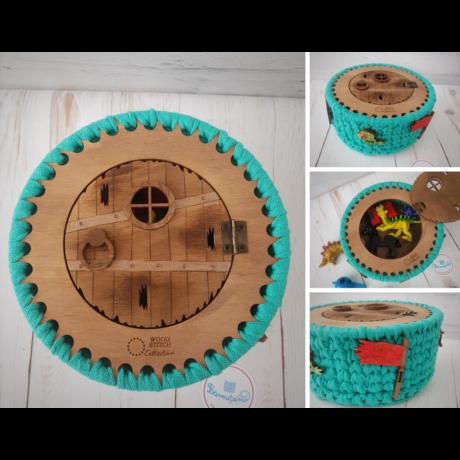 Kalóz doboz ajtó felvarrható figurákkal - Wood Stitch Collection